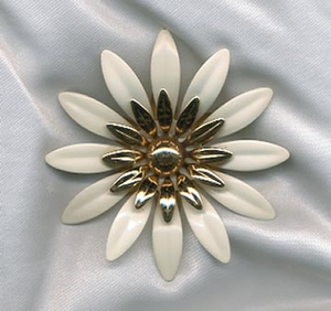FASHION PETALS Pin - White