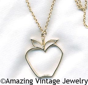 THE BIG APPLE Necklace - Goldtone