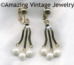 A TOUCH OF ELEGANCE Earrings