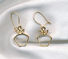 THE BIG APPLE Pierced Earrings Goldtone