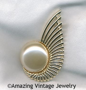 PEARL FLIGHT Pin