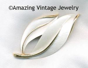 PEARLIZED PERFECTION Pin