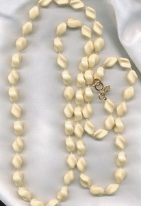 HOLIDAY BEADS Necklace - Cream