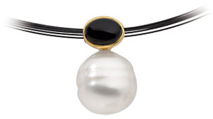 14KT Yellow Gold 8X6mm Onyx & 12mm South Sea Cultured Circle Pearl Pendant