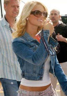 Jessica Simpson in Oliver Peoples Vanadis Sunglasses