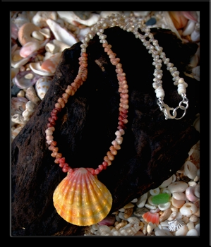 Sunrise Shell & Kahelelani Shell Necklace Traditional Hawaiian