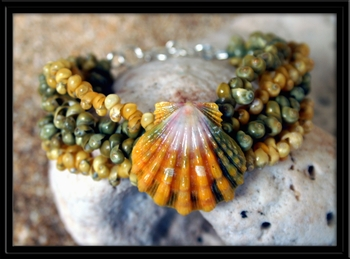 Vivid Green and Yellow Sunrise Shell with Tahitian Mongo Shells Bracelet