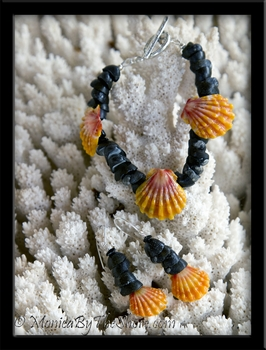 Hawaiian Sunrise Shells & Pipipi Shells Bracelet & Earrings Set