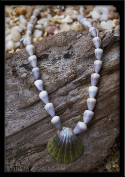 Dark Green Sunrise Shell & Purple Cone Shell Lei Necklace