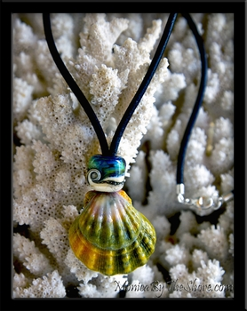 Giant Green Rainbow Hawaiian Sunrise Shell & Glass Bead Leather Necklace