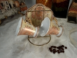 D'Lusso Daisy Cup and Saucer Set on Gold Stand