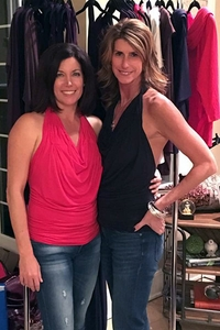 Kelly Greene & Sarah Moore Co-hosting a trunk show in Columbus looking gorgeous in the LEANNE top!