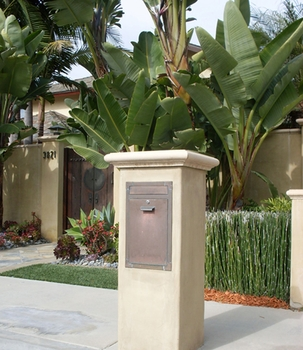 Courtyard Locking Column Mailbox Insert