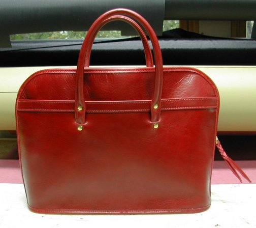 Handbag in red wine leather