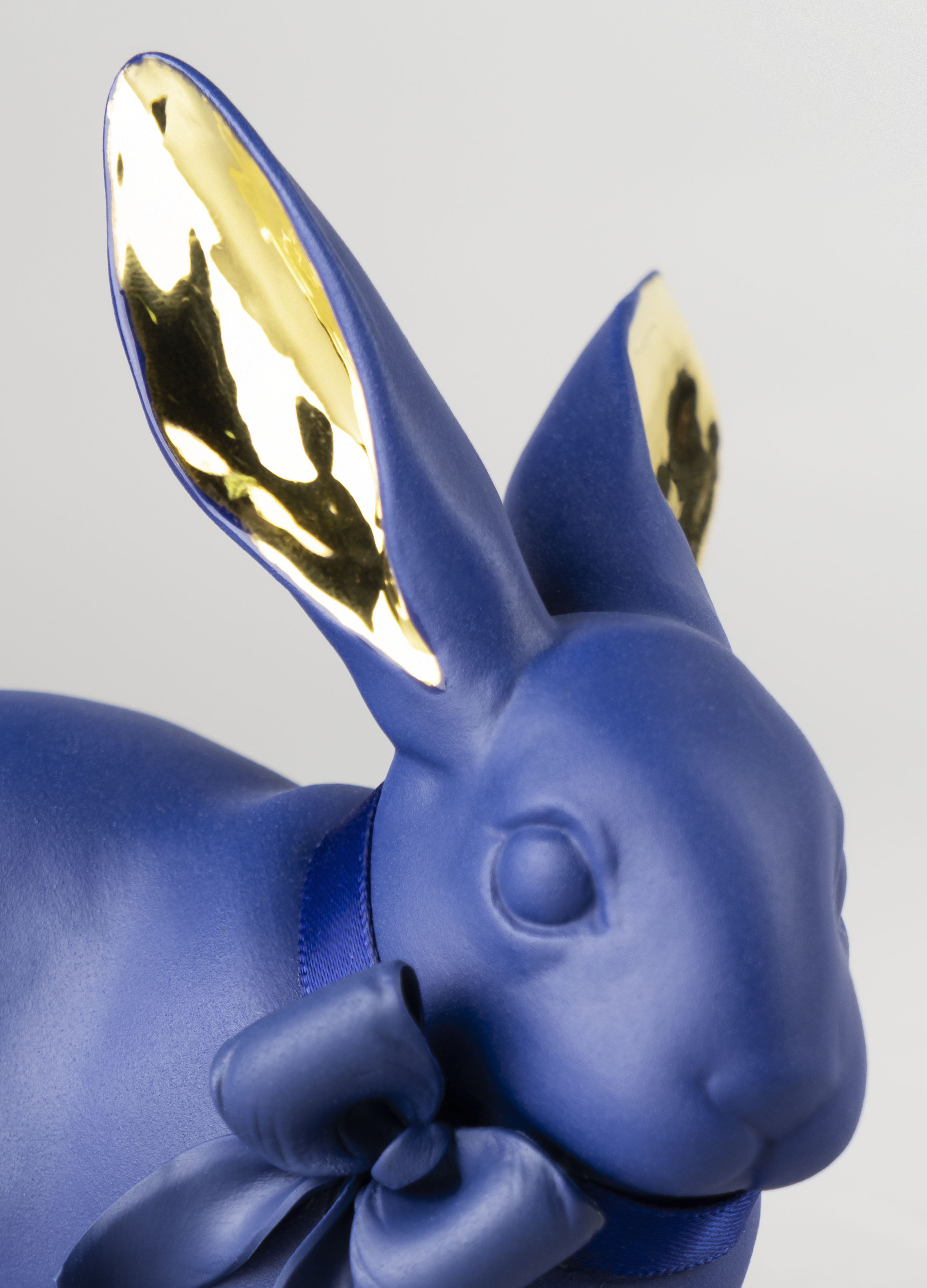 Lladro Attentive Bunny Blue-Gold