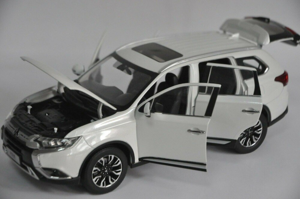 1:18 Diecast Model for Mitsubishi Outlander 2019 White SUV Alloy Toy Car Miniature Collection