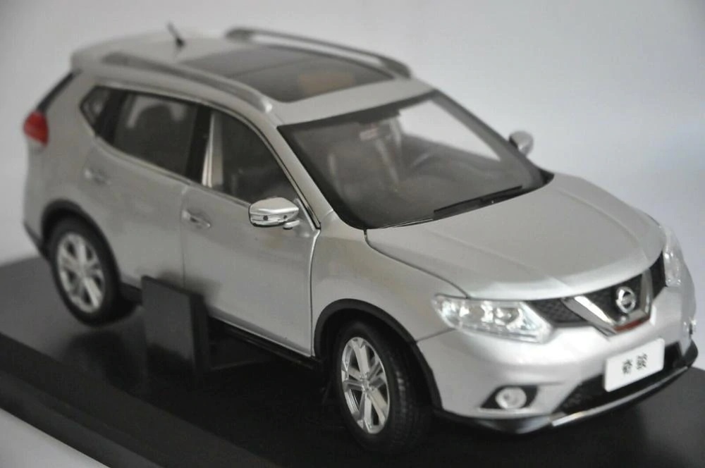 1:18 Diecast Model for Nissan X-trail Rogue 2014 Silver SUV Alloy Toy Car Miniature Collection Gifts X Trail Xtrail
