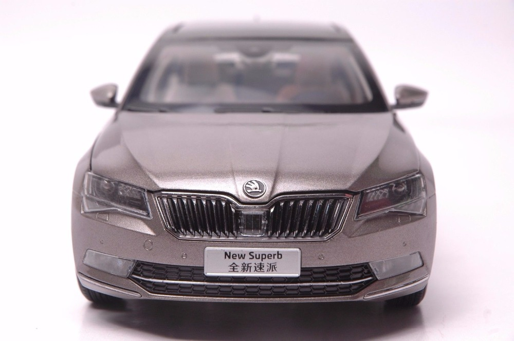 1:18 Diecast Model for Skoda Superb 2015 Brown Liftback Alloy Toy Car Miniature Collection (Alloy Toy Car, Diecast Scale Model Car, Collectible Model Car, Miniature Collection Die-cast Toy Vehicles Gifts)