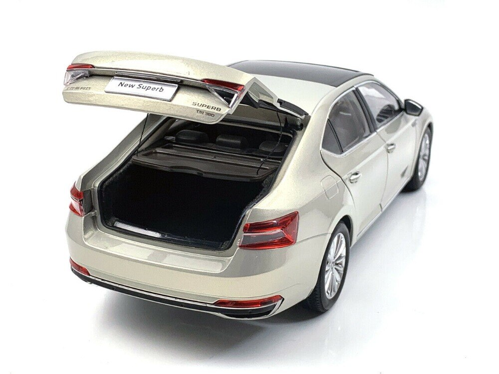 1:18 Diecast Model for Skoda Superb 2020 Gold Liftback Alloy Toy Car Miniature Collection