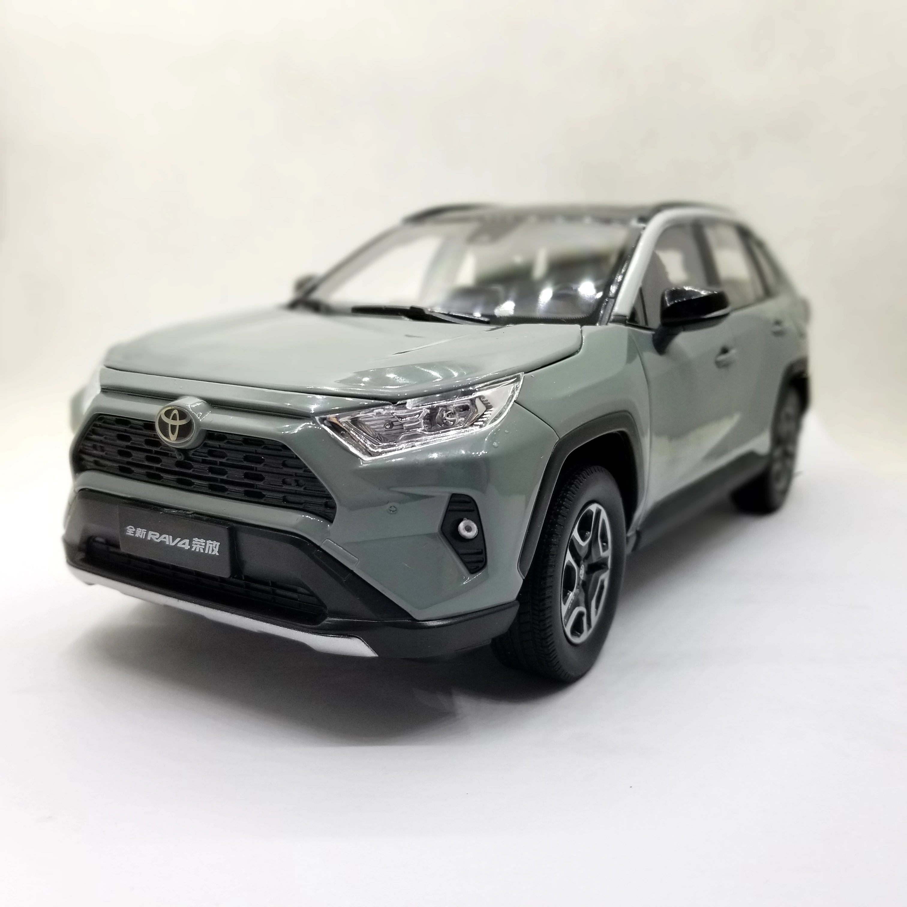 1:18 Diecast Model for Toyota RAV4 2020 Gray SUV Alloy Toy Car Miniature Collection Gifts RAV 4