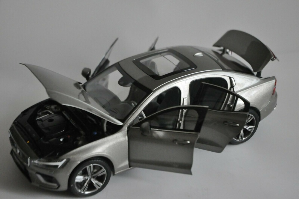 1:18 Diecast Model for Volvo S60 T5 2020 Brown Sedan Alloy Toy Car Miniature Collection Gifts S60