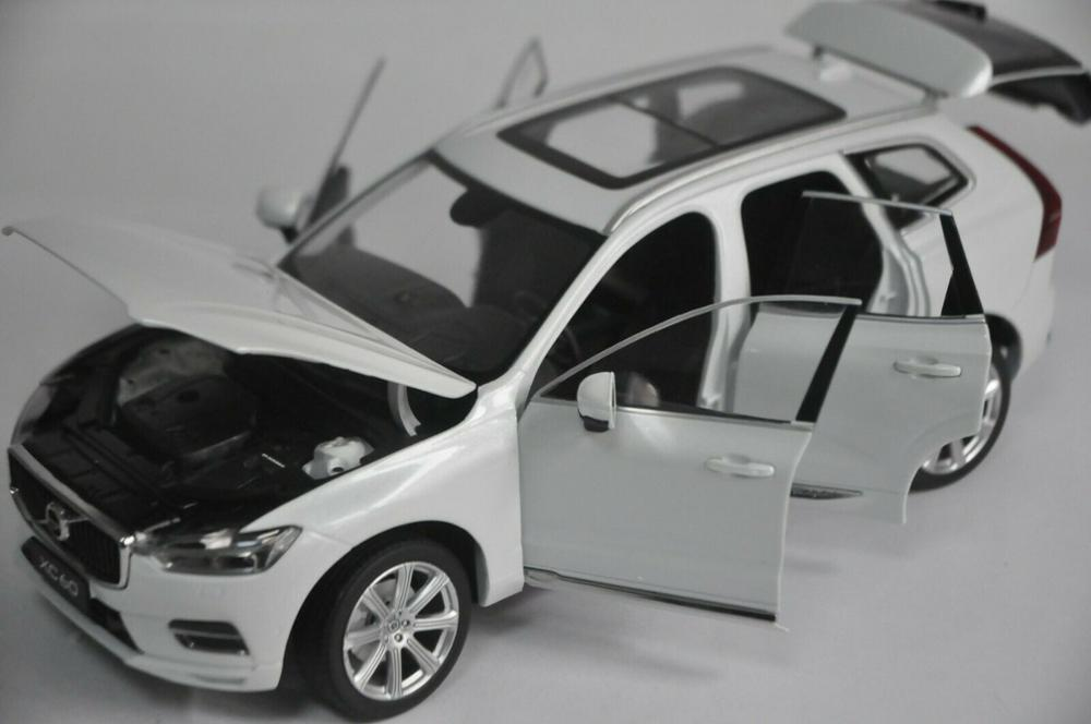 1:18 Diecast Model for Volvo XC60 XC 2018 White SUV Alloy Toy Car Miniature Collection Gifts XC 60