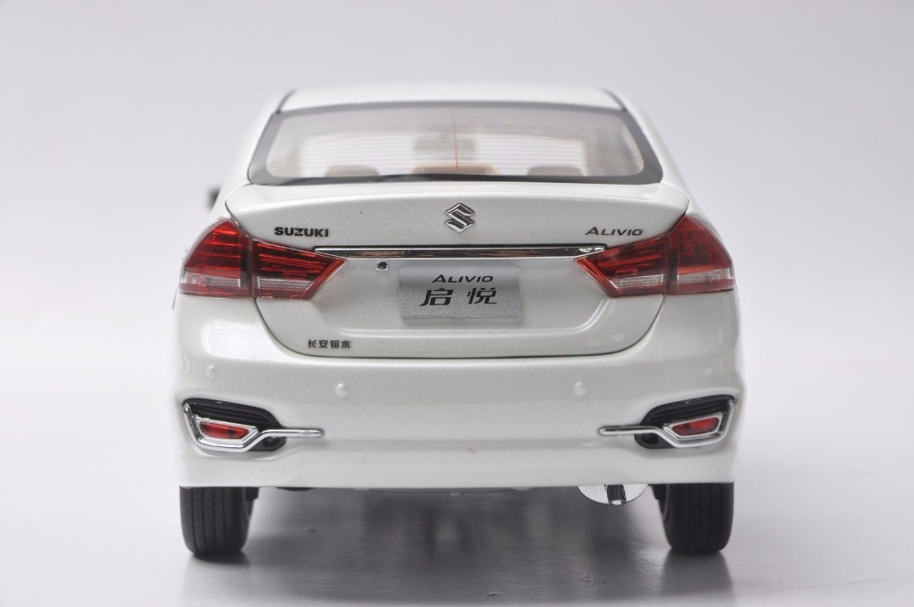 1/18 Suzuki Alivio Ciaz White Sedan Alloy Toy Car, Diecast Scale Model Car, Collectible Model Car, Miniature Collection Die-cast Toy Vehicles Gifts