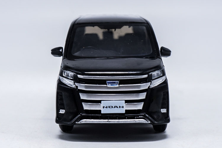 1/30 Toyota NOAH 2017 Black MPV Alloy Toy Car, Diecast Scale Model Car, Collectible Model Car, Miniature Collection Die-cast Toy Vehicles Gifts