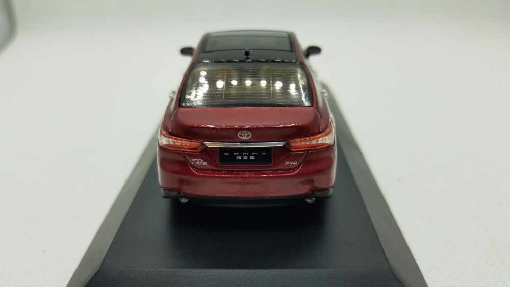 1/43 Toyota Camry 2018 Red 8th Generation Sedan Alloy Toy Car, Diecast Scale Model Car, Collectible Model Car, Miniature Collection Die-cast Toy Vehicles Gifts