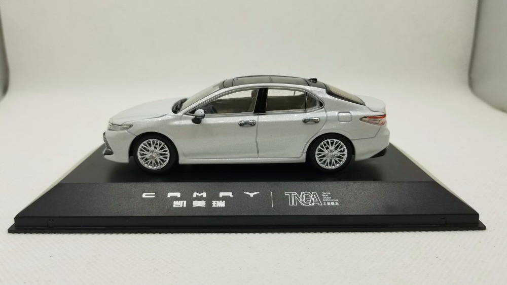 1/43 Toyota Camry 2018 White 8th Generation Sedan Alloy Toy Car, Diecast Scale Model Car, Collectible Model Car, Miniature Collection Die-cast Toy Vehicles Gifts