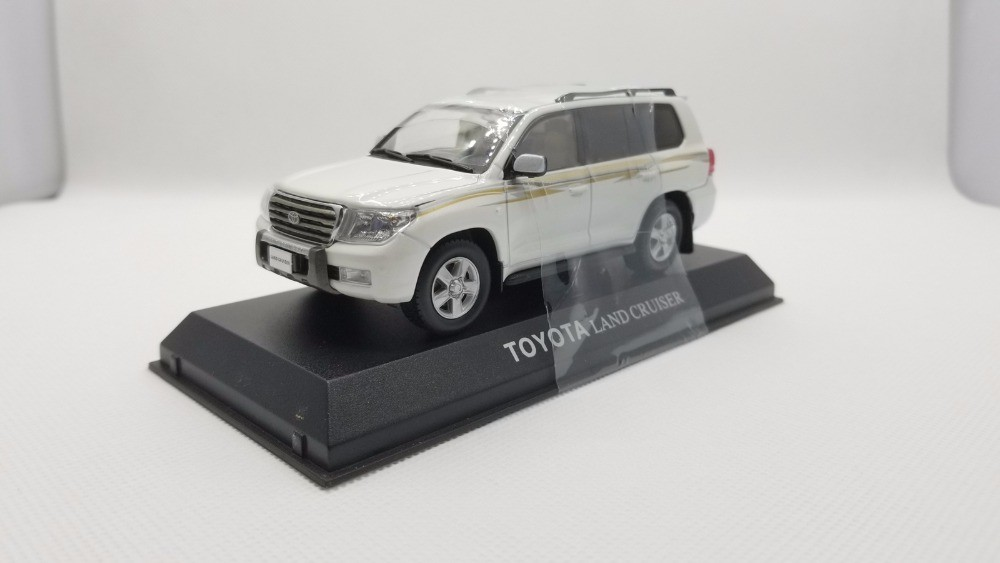 1/43 Toyota Land Cruiser 200 LC200 White SUV Alloy Toy Car, Diecast Scale Model Car, Collectible Model Car, Miniature Collection Die-cast Toy Vehicles Gifts