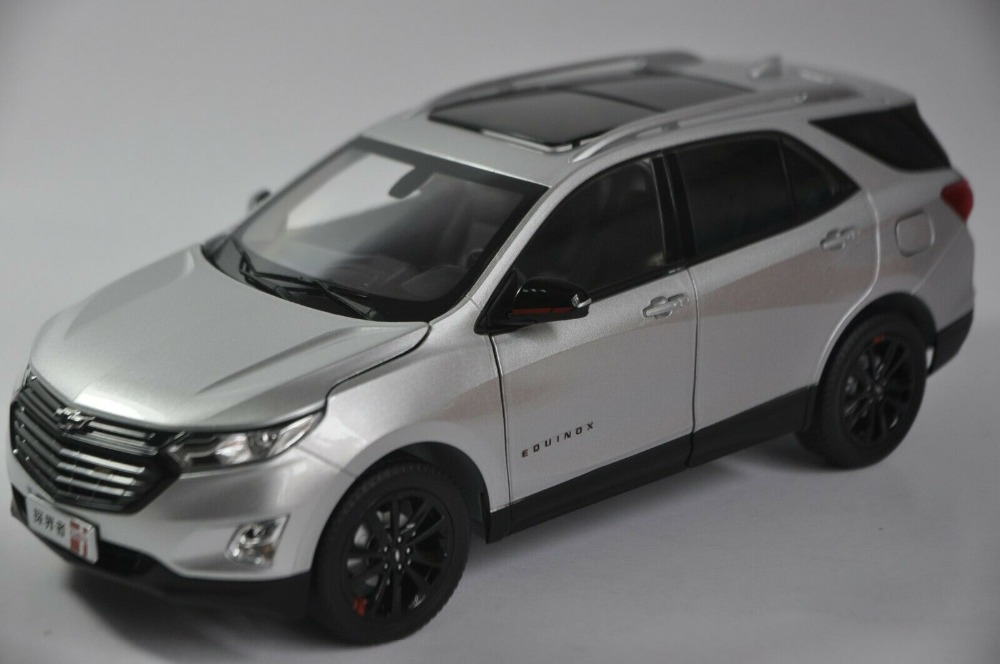 1/18 Chevrolet Chevy Equinox Redline 2018 Silver SUV Alloy Toy Car, Diecast Scale Model Car, Collectible Model Car, Miniature Collection Die-cast Toy Vehicles Gifts