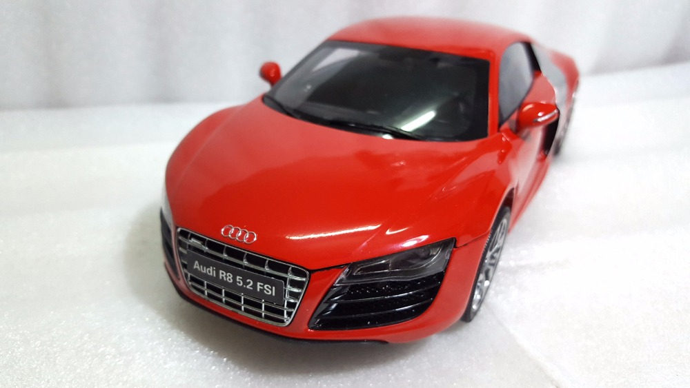 1:18 Diecast Model for Audi R8 5.2 FSI Red Sport Car Rare Alloy Toy Car Miniature Collection Gifts (Alloy Toy Car, Diecast Scale Model Car, Collectible Model Car, Miniature Collection Die-cast Toy Vehicles Gifts)