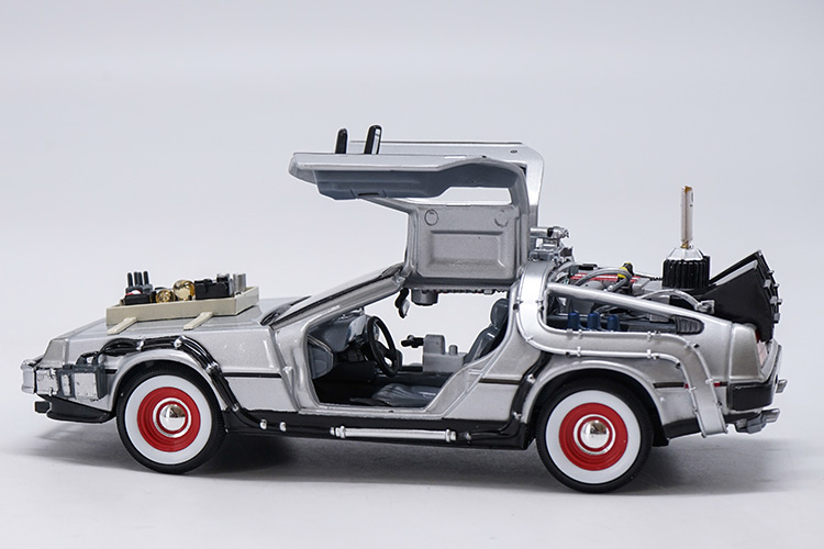 1:24 Diecast Model for Delorean Time Machine From Back To The Future 3 Movie Scifi Alloy Toy Car Miniature Collection (Alloy Toy Car, Diecast Scale Model Car, Collectible Model Car, Miniature Collection Die-cast Toy Vehicles Gifts)