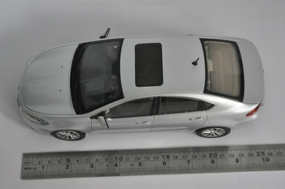 1:18 Diecast Model for Fiat Viaggio Silver Sedan Alloy Toy Car Miniature Collection Gifts Hot Selling Altis