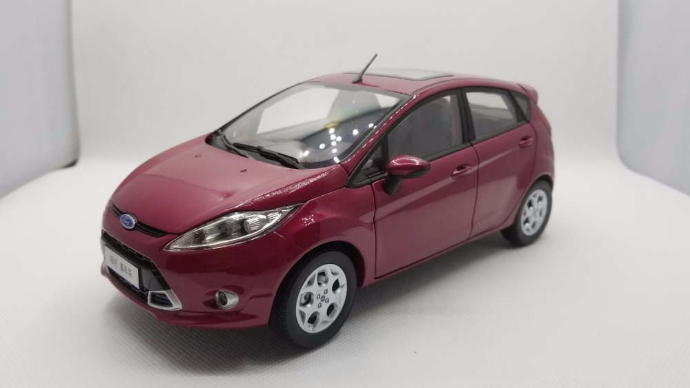 1:18 Diecast Model for Ford Fiesta 2011 Purple Red Hatchback Alloy Toy Car Miniature Collection Gifts (Alloy Toy Car, Diecast Scale Model Car, Collectible Model Car, Miniature Collection Die-cast Toy Vehicles Gifts)