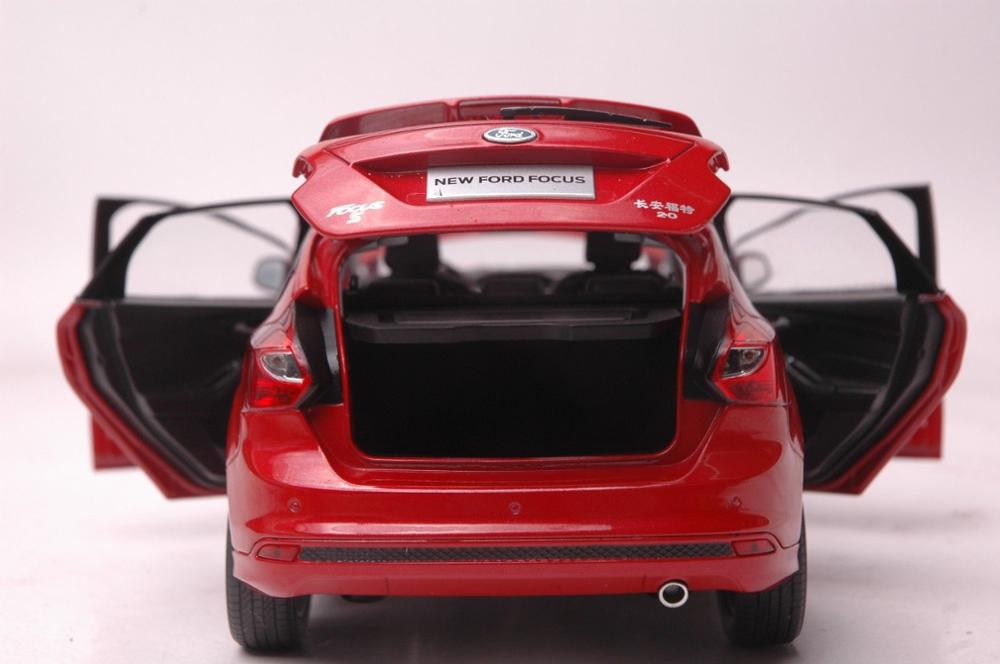 1:18 Diecast Model for Ford Focus 2012 Red Hatchback Alloy Toy Car Miniature Collection Gifts Freestyle (Alloy Toy Car, Diecast Scale Model Car, Collectible Model Car, Miniature Collection Die-cast Toy Vehicles Gifts)