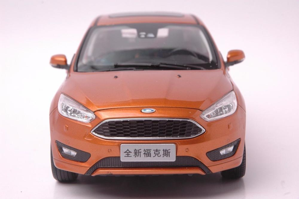 1:18 Diecast Model for Ford Focus 2015 Gold Hatchback Alloy Toy Car Miniature Collection Gifts Freestyle (Alloy Toy Car, Diecast Scale Model Car, Collectible Model Car, Miniature Collection Die-cast Toy Vehicles Gifts)