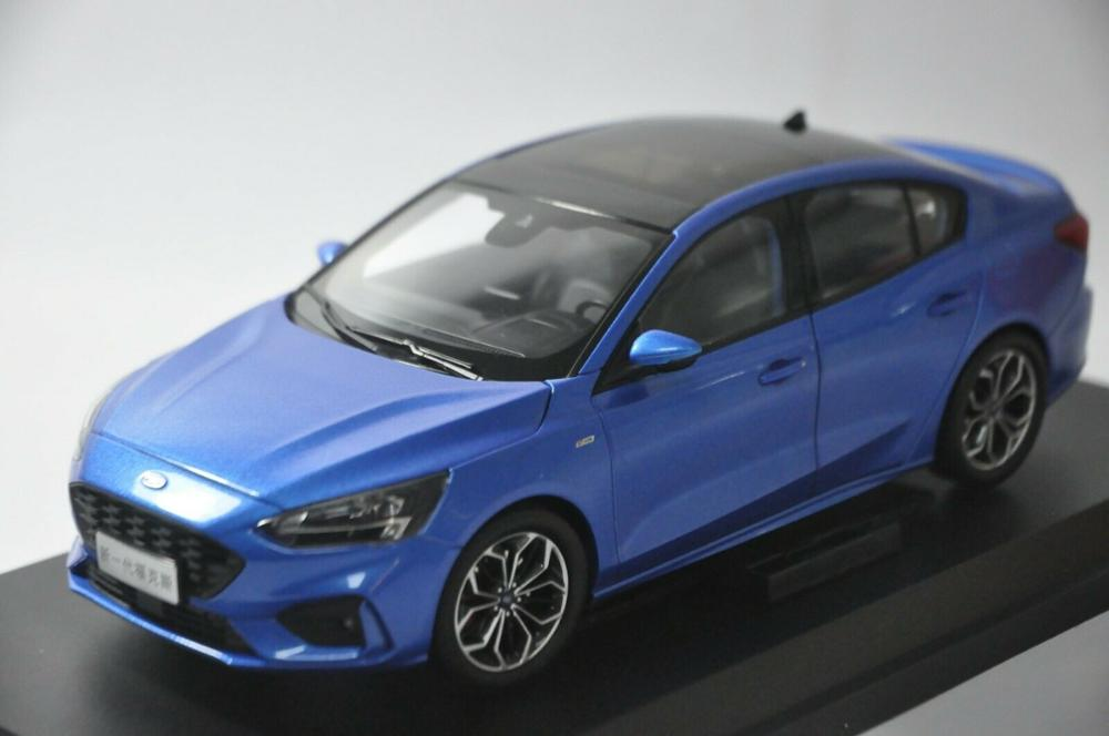 1:18 Diecast Model for Ford Focus 2019 Blue Sedan Alloy Toy Car Miniature Collection Gifts Freestyle