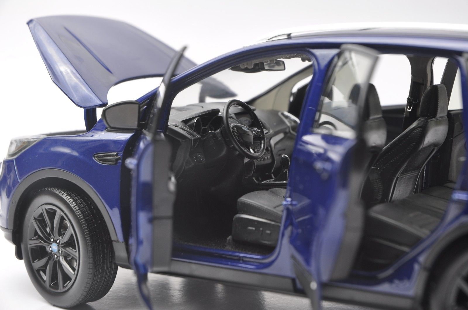 1:18 Diecast Model for Ford Kuga Escape Sport Edition 2018 Blue SUV Alloy Toy Car Miniature Collection Gifts (Alloy Toy Car, Diecast Scale Model Car, Collectible Model Car, Miniature Collection Die-cast Toy Vehicles Gifts)