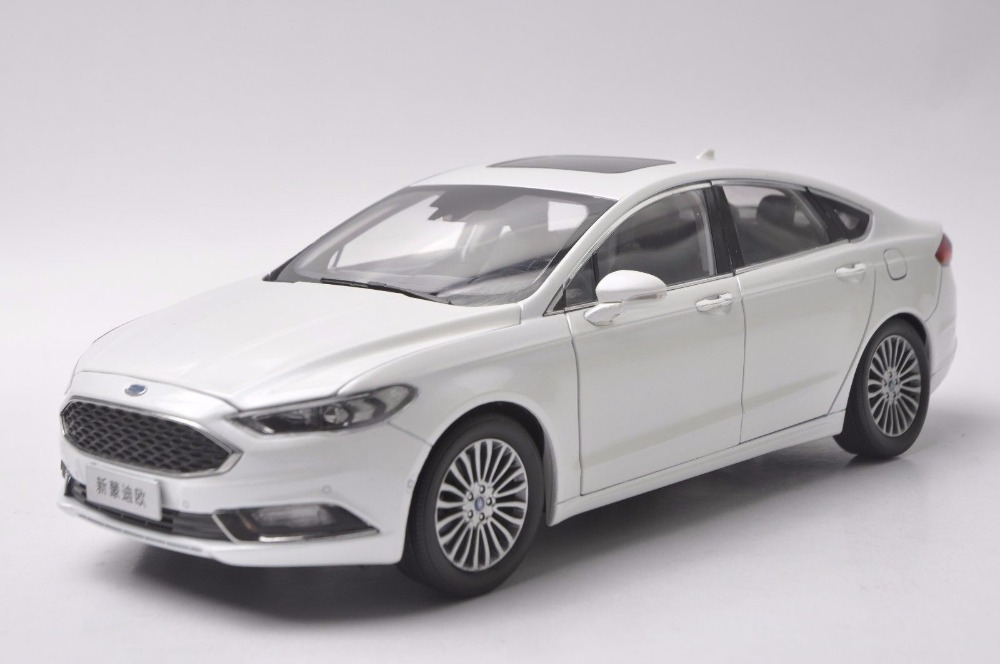 1:18 Diecast Model for Ford Mondeo 2017 White Sedan Alloy Toy Car Miniature Collection Gifts Fucsion (Alloy Toy Car, Diecast Scale Model Car, Collectible Model Car, Miniature Collection Die-cast Toy Vehicles Gifts)