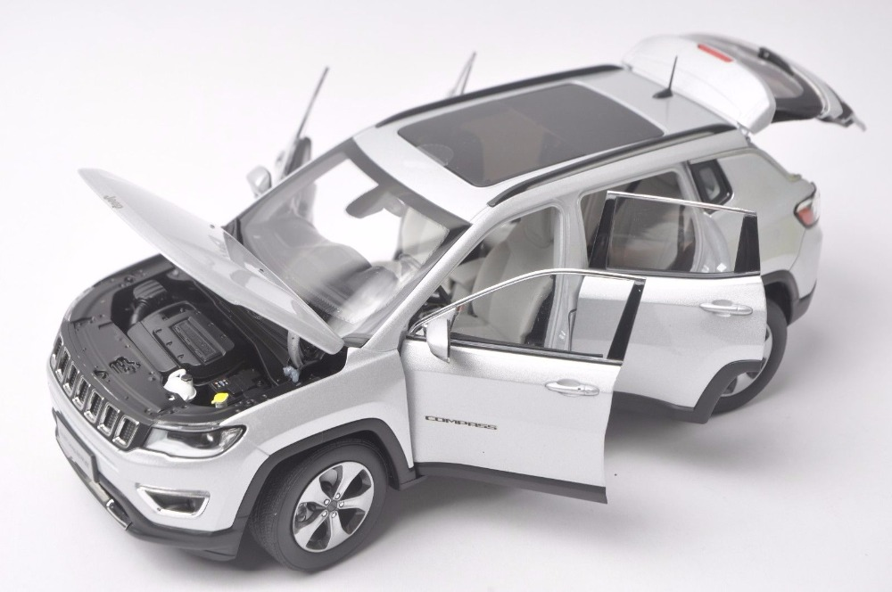 1:18 Diecast Model for Jeep COMPASS 2017 Silver SUV Alloy Toy Car Miniature Collection Gift  (Alloy Toy Car, Diecast Scale Model Car, Collectible Model Car, Miniature Collection Die-cast Toy Vehicles Gifts)