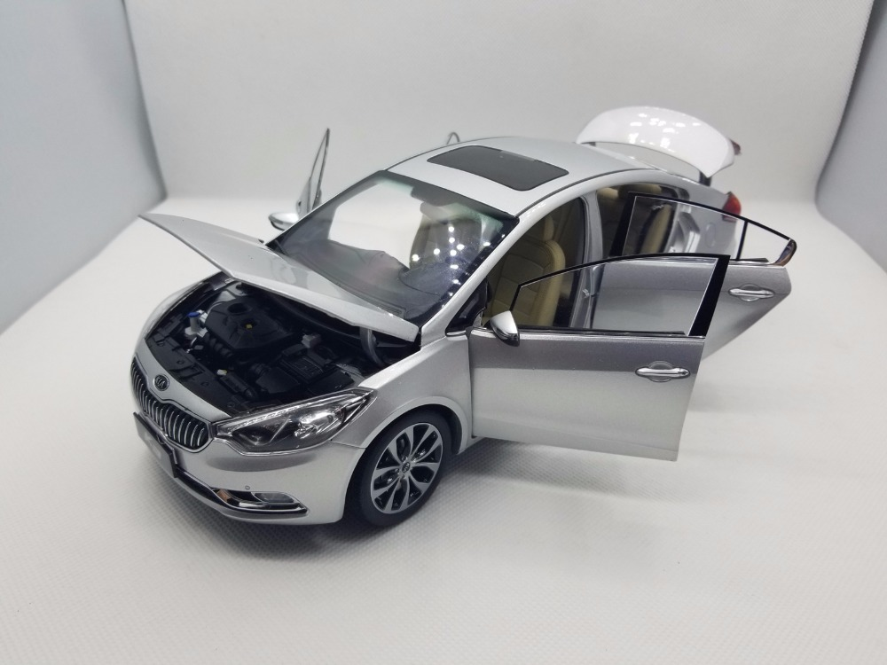 1:18 Diecast Model for Kia K3 Silver Alloy Toy Car Miniature Collection Gifts Cerato Forte (Alloy Toy Car, Diecast Scale Model Car, Collectible Model Car, Miniature Collection Die-cast Toy Vehicles Gifts)