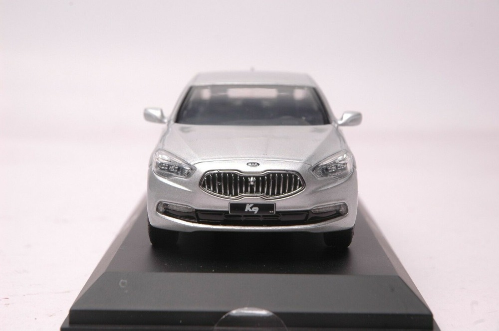 1:32 Diecast Model for Kia K9 Quoris Silver Sedan Alloy Toy Car Miniature Collection Gifts