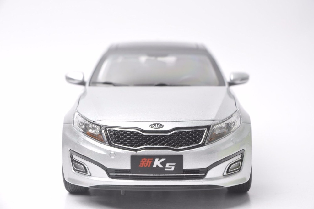 1:18 Diecast Model for Kia New K5 Optima 2010 Silver Alloy Toy Car Miniature Collection Gifts (Alloy Toy Car, Diecast Scale Model Car, Collectible Model Car, Miniature Collection Die-cast Toy Vehicles Gifts)