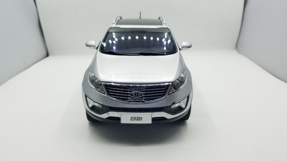 1:18 Diecast Model for Kia Sportage R 2011 Silver SUV Rare Alloy Toy Car Miniature Collection Gifts (Alloy Toy Car, Diecast Scale Model Car, Collectible Model Car, Miniature Collection Die-cast Toy Vehicles Gifts)