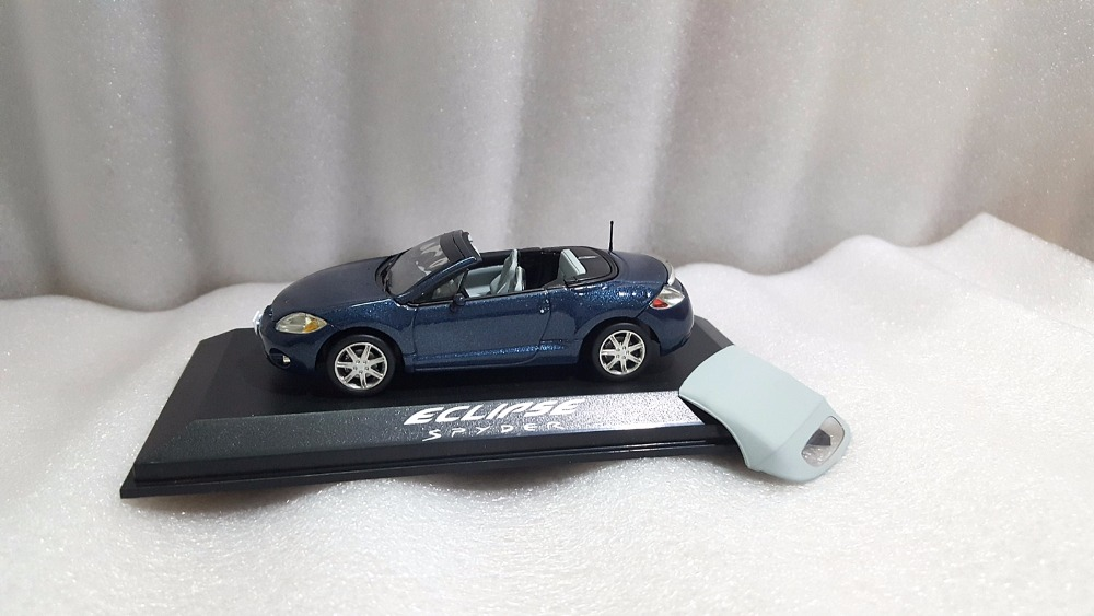 1:43 Diecast Model for Mitsubishi Eclipse Spyder Blue Alloy Toy Car Miniature Collection Gifts (Alloy Toy Car, Diecast Scale Model Car, Collectible Model Car, Miniature Collection Die-cast Toy Vehicles Gifts)