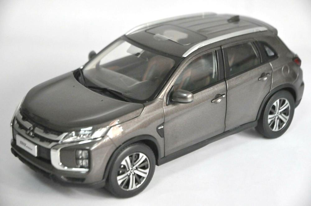 1:18 Diecast Model for Mitsubishi Pajero ASX 2020 Brown SUV Alloy Toy Car Miniature Collection Gifts Hot Selling Altis