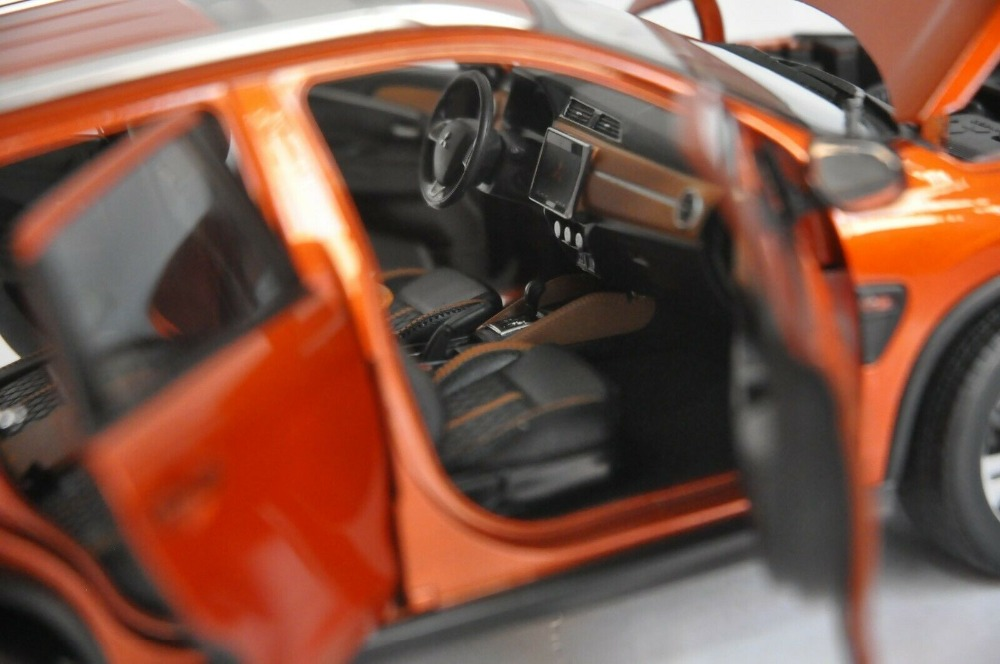 1:18 Diecast Model for Mitsubishi Pajero ASX 2020 Orange SUV Alloy Toy Car Miniature Collection Gifts Hot Selling Altis