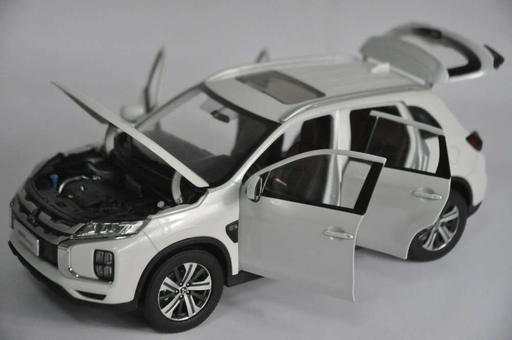 1:18 Diecast Model for Mitsubishi Pajero ASX 2020 White SUV Alloy Toy Car Miniature Collection Gifts Hot Selling Altis